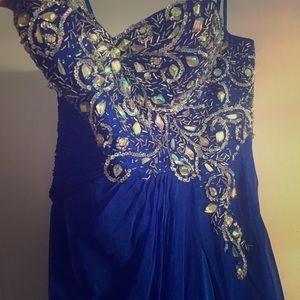Mac Duggal prom gown